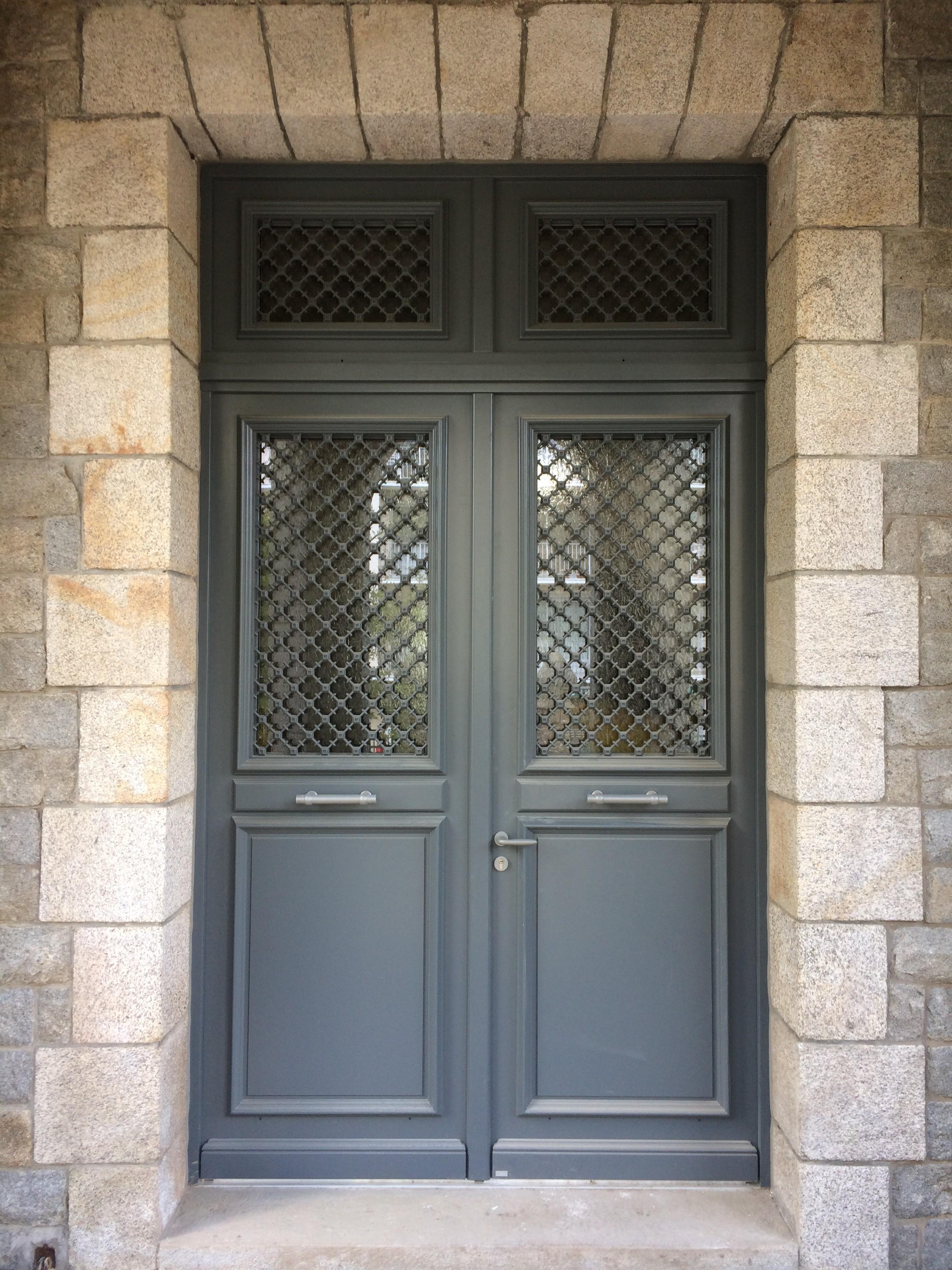Porte d entr e bel m r alis e auray aluminium56 for Porte de garage alinea bel m