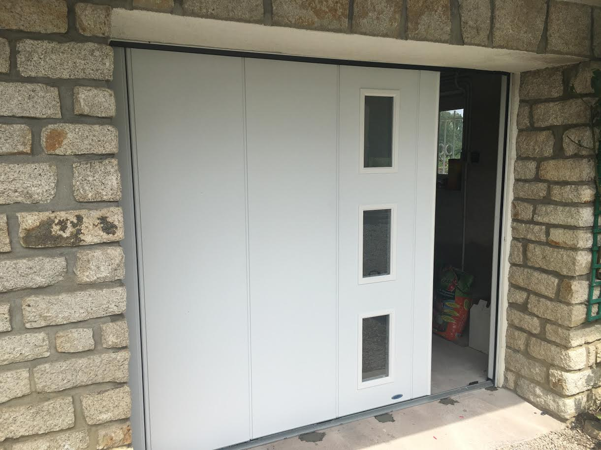 Porte de garage lat rale r alis e brech aluminium56 for Garage vianor auray