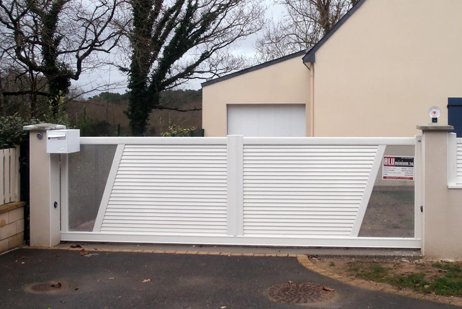 Portail coulissant en aluminium esthétique 2 vantaux