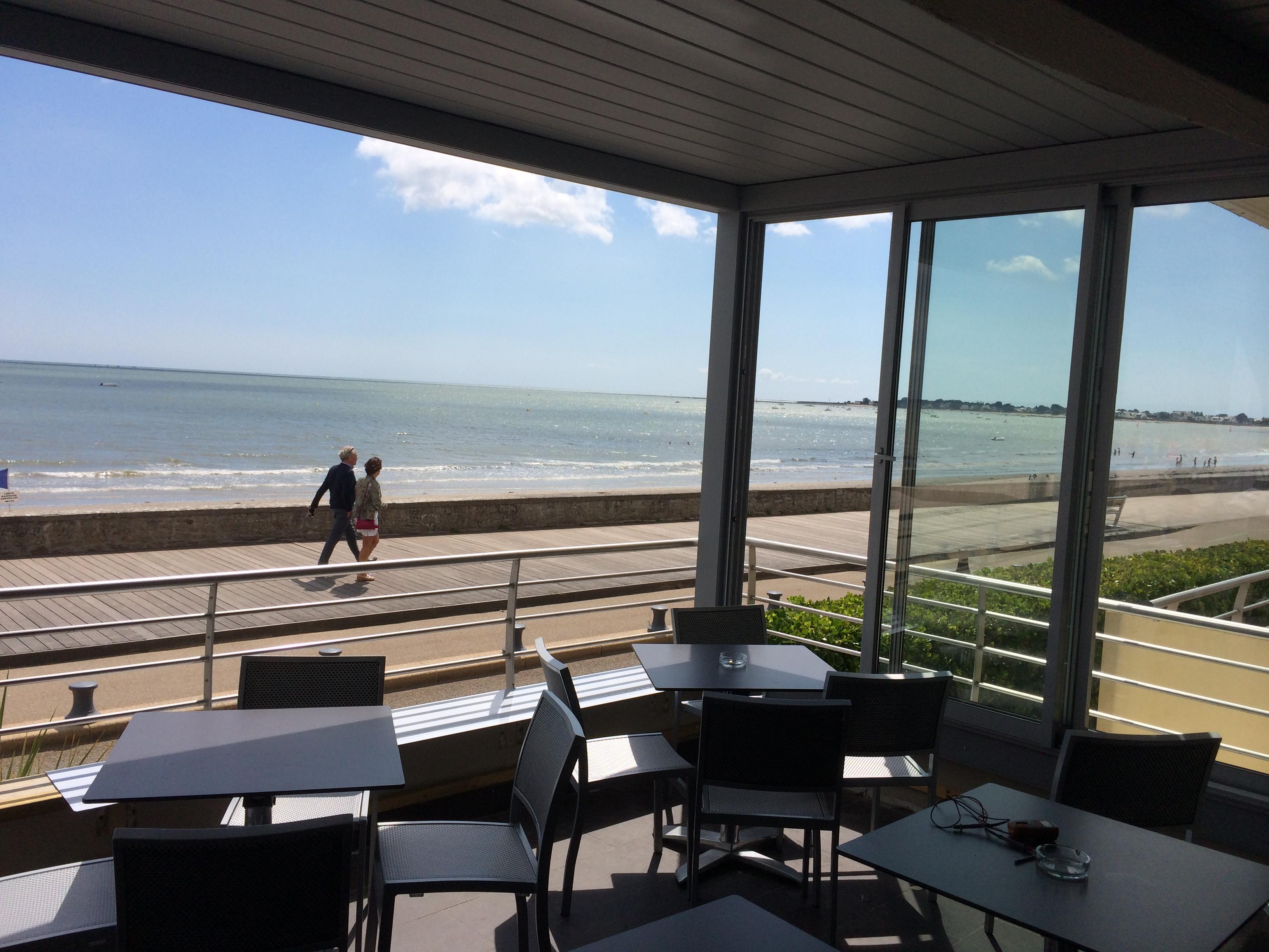 Pergola Bio-climatique réalisée à Latitude 47 Bar · Restaurant · Lounge Damgan