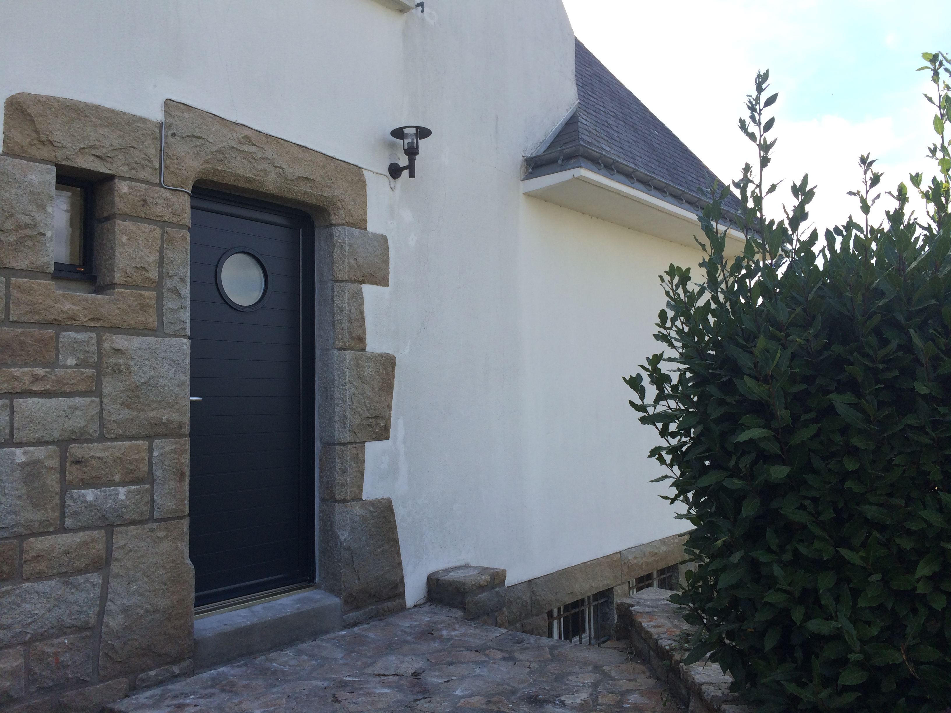 Porte mixte bois/aluminium réalisée à Pluneret