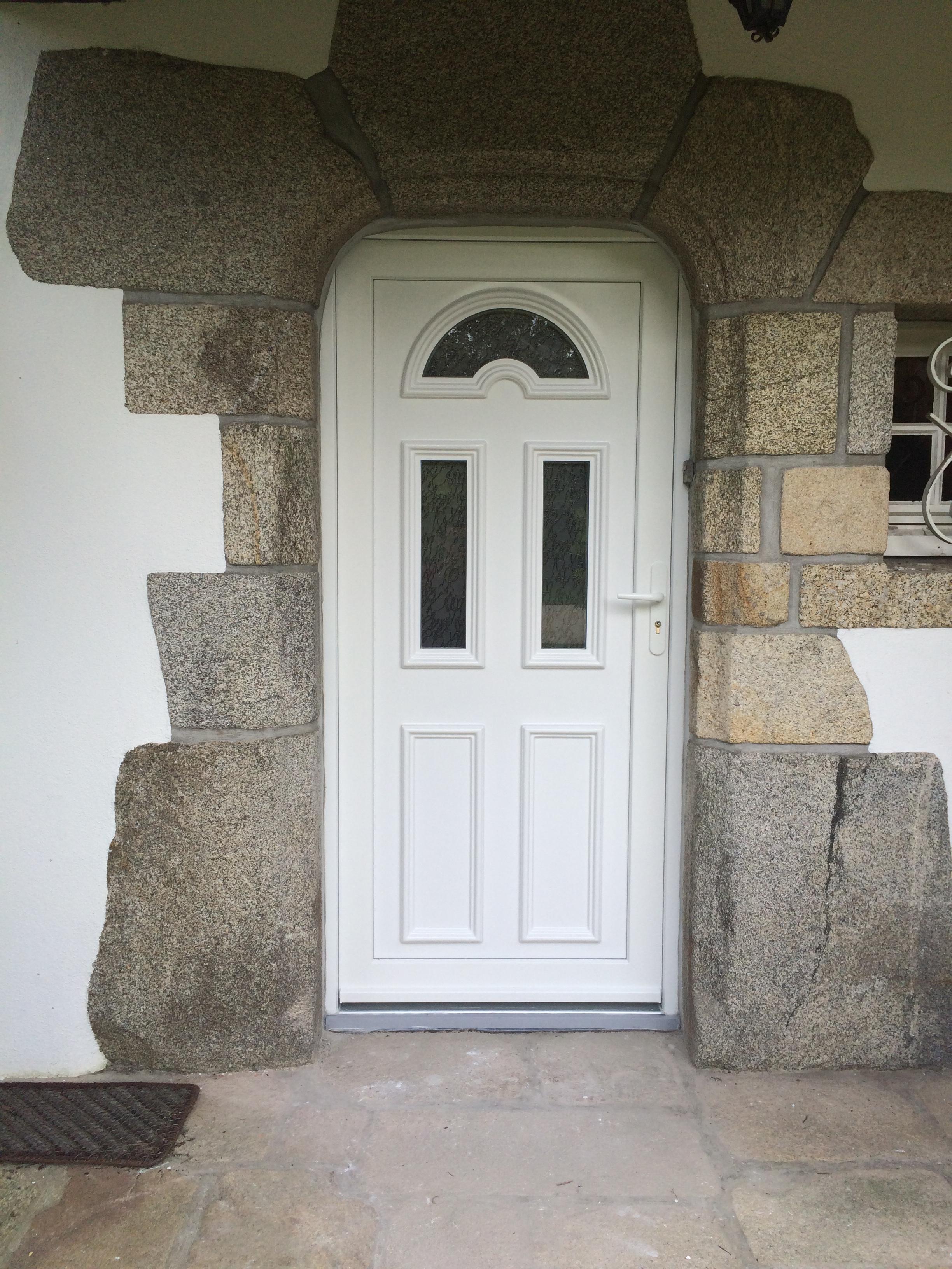 Porte d'entrée PVC réalisée à Auray