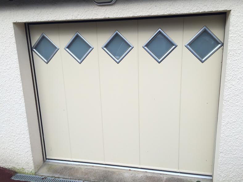 Porte de garage réalisée à Pluneret