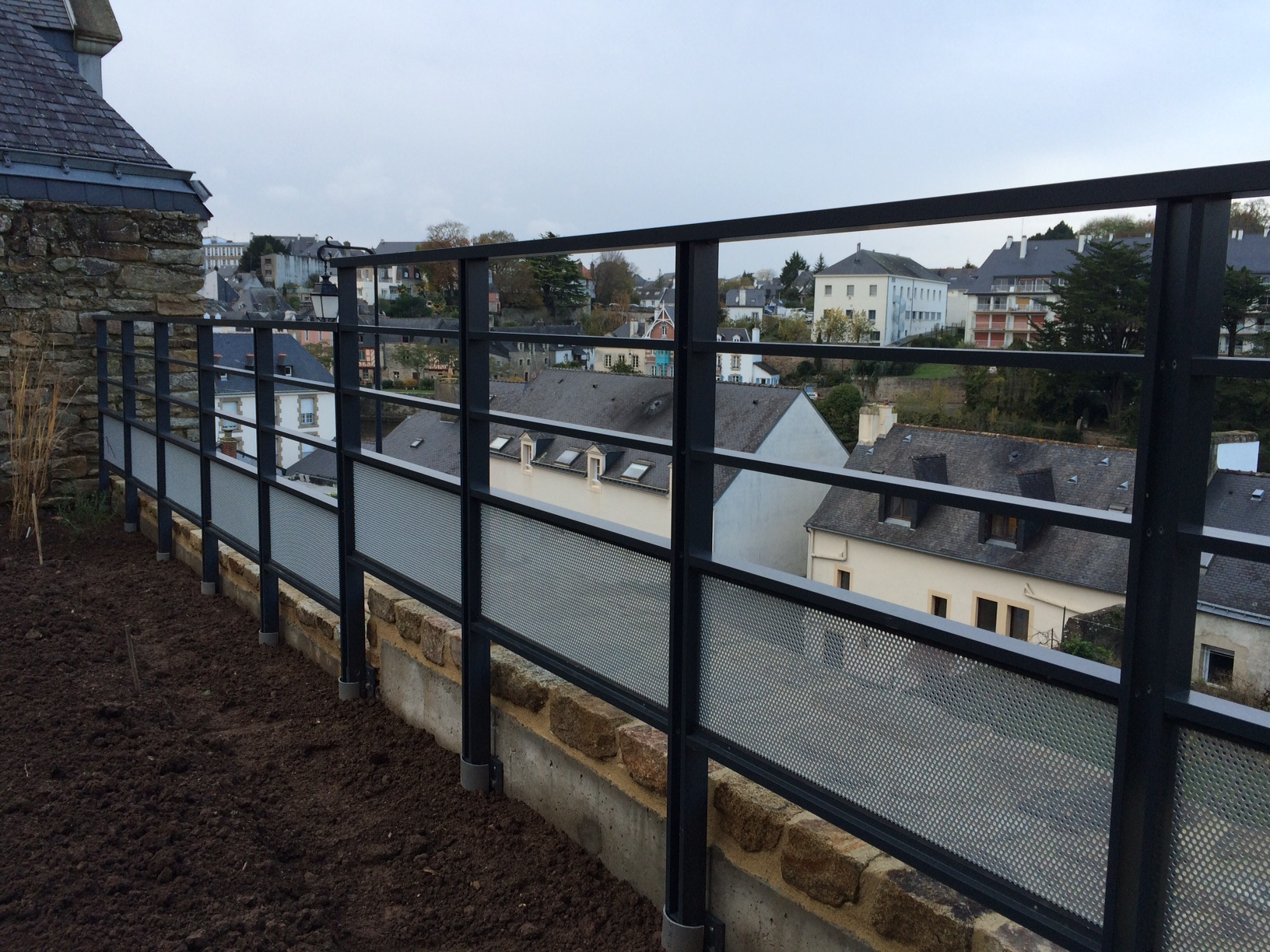 Garde-corps aluminium réalisé  à Auray – Saint Goustan