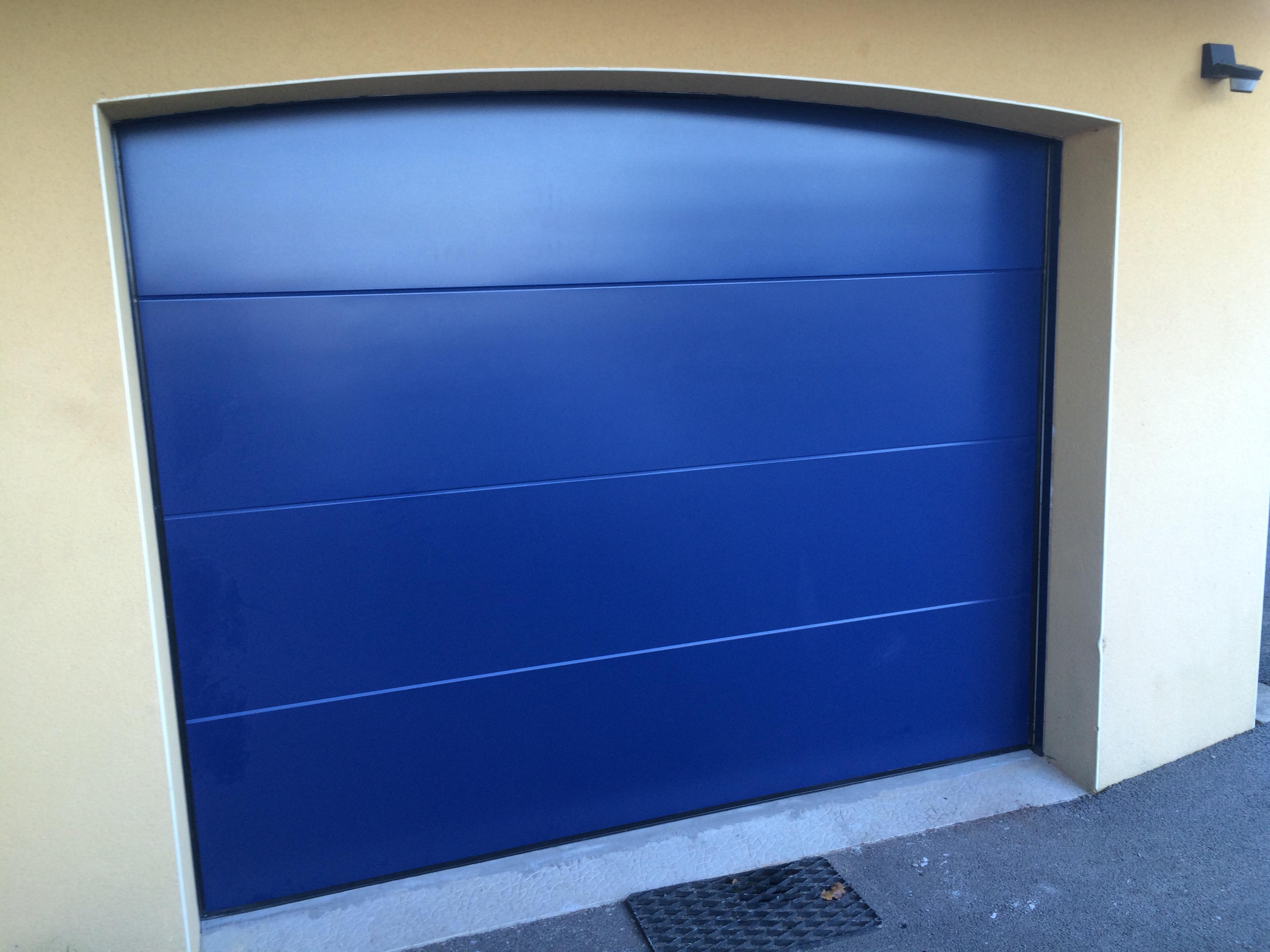 Porte de garage sectionnelle réalisée à Landevant