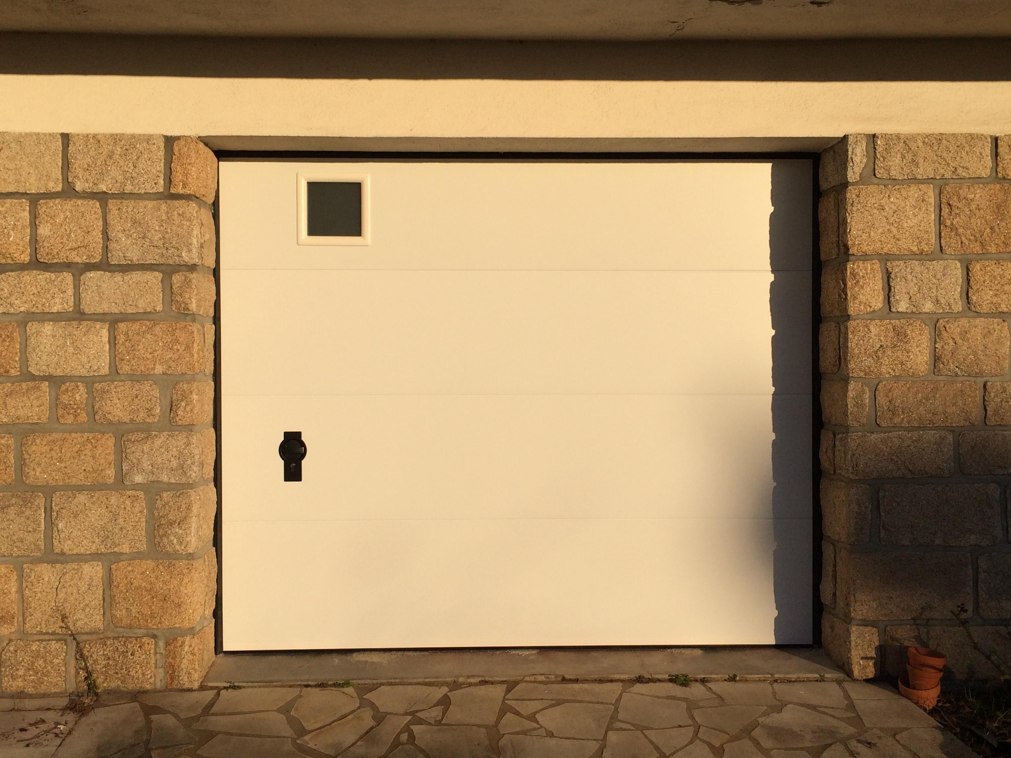 Porte de garage sectionnelle plafond réalisée à Vannes