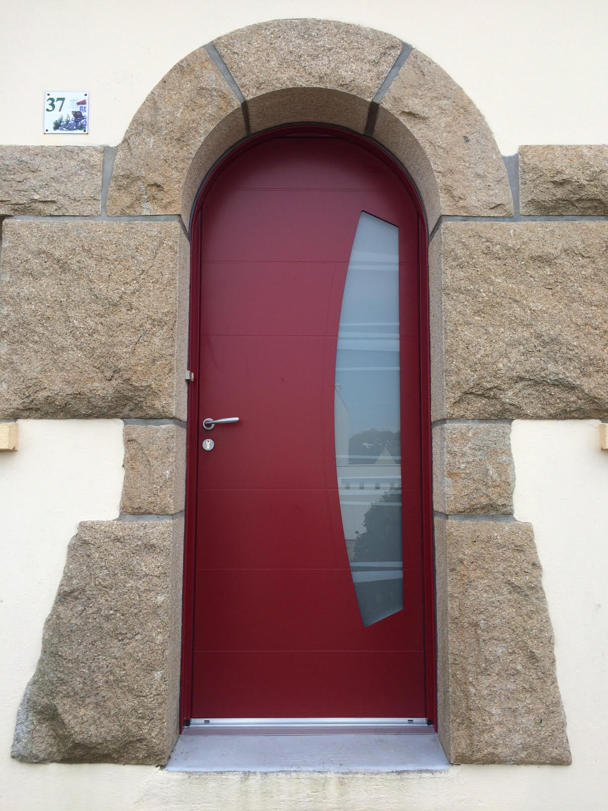 Porte d'entrée aluminium BELM réalisée à Hennebont