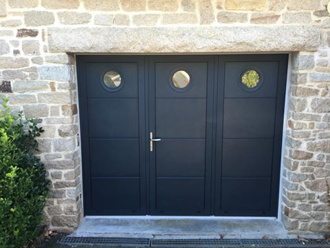 Porte de garage battante r alis e auray aluminium56 - Porte garage aluminium ...