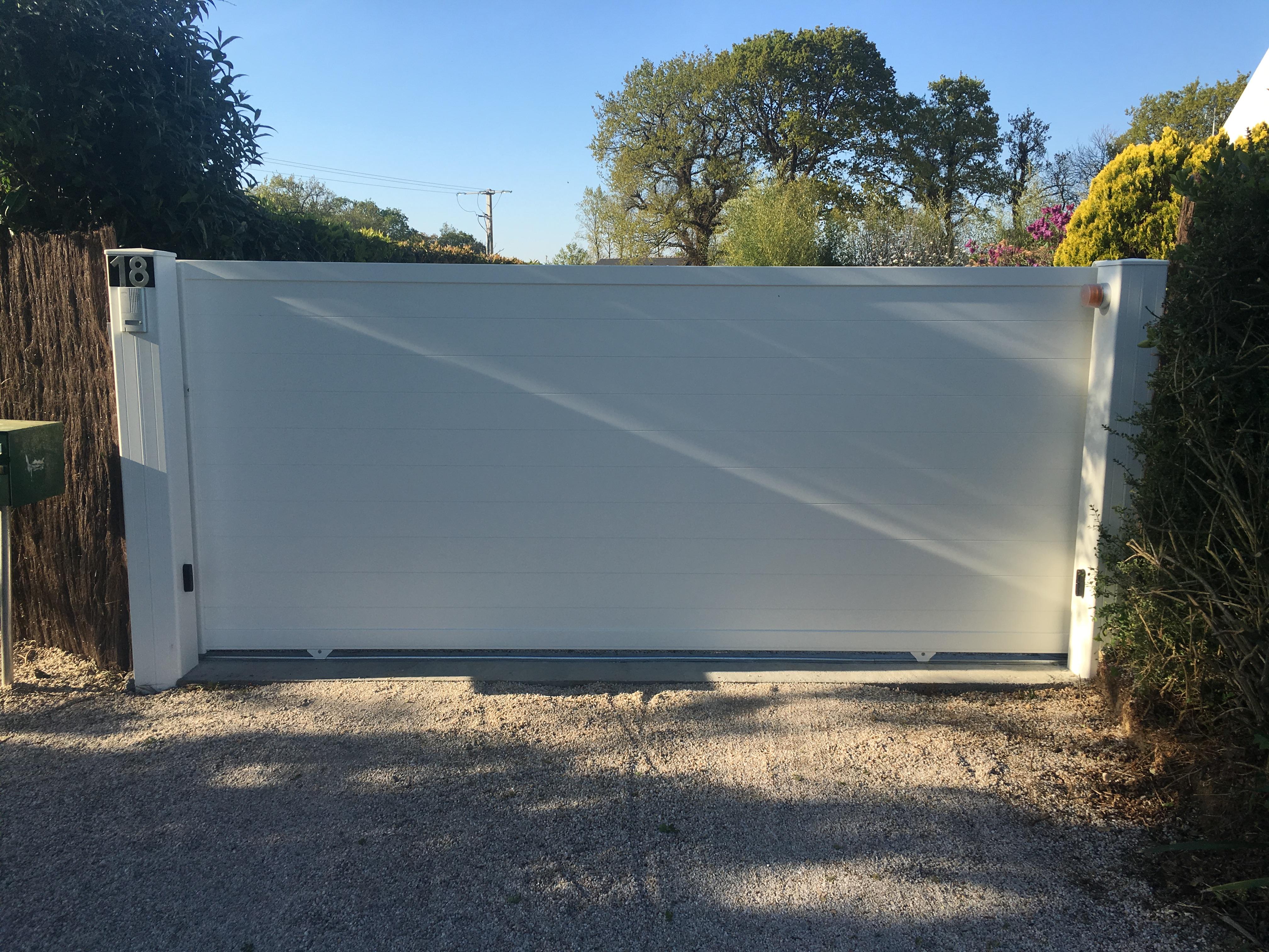 Portail aluminium Ral 9010 blanc Moteur Somfy